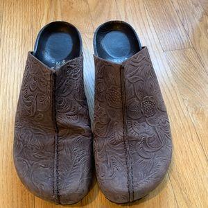 Birkenstock clog wedge sz 40, brwn tooled leather